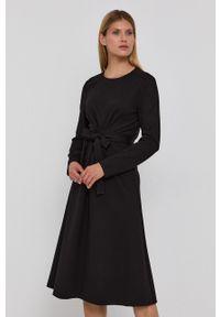 BOSS - Boss - Sukienka. Kolor: czarny. Materiał: dzianina. Długość rękawa: długi rękaw. Typ sukienki: rozkloszowane