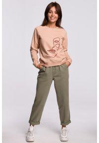 e-margeritka - Bluza damska klasyczna z nadrukiem beżowa - 40. Okazja: na co dzień. Kolor: beżowy. Materiał: bawełna, dzianina, materiał, poliester. Długość: długie. Wzór: nadruk. Styl: klasyczny