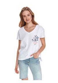 TOP SECRET - Luźny t-shirt z kwiatowym nadrukiem. Typ kołnierza: dekolt w serek. Kolor: biały. Materiał: tkanina, bawełna. Długość rękawa: krótki rękaw. Długość: krótkie. Wzór: kwiaty, nadruk. Sezon: lato. Styl: wakacyjny