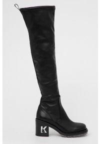 Karl Lagerfeld - Kozaki Lancer II. Kolor: czarny. Materiał: skóra, guma. Szerokość cholewki: normalna. Wzór: aplikacja. Obcas: na obcasie. Wysokość obcasa: średni