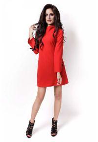 IVON - Czerwona Sukienka Wizytowa z Kokardkami na Rękawach. Typ kołnierza: kokarda. Kolor: czerwony. Materiał: poliester, elastan. Styl: wizytowy