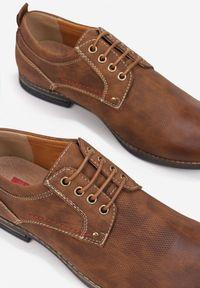Born2be - Camelowe Półbuty Delovien. Nosek buta: okrągły. Materiał: skóra. Szerokość cholewki: normalna. Wzór: aplikacja. Obcas: na obcasie. Styl: elegancki. Wysokość obcasa: niski