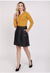MKM - Klasyczny Sweter z Półkrągłym Dekoltem - Szafranowy. Kolor: żółty. Materiał: wiskoza. Styl: klasyczny