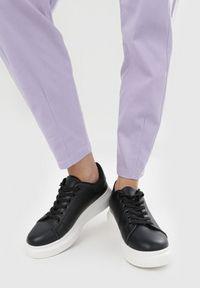 Fioletowe spodnie materiałowe Born2be