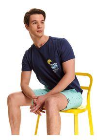 Niebieski t-shirt TOP SECRET z nadrukiem, z okrągłym kołnierzem, z krótkim rękawem
