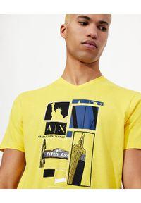 Armani Exchange - ARMANI EXCHANGE - Żółty T-shirt z miejskim nadrukiem. Okazja: na co dzień. Typ kołnierza: dekolt w serek. Kolor: czarny. Materiał: jeans, materiał. Wzór: nadruk. Styl: casual, klasyczny