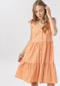 Born2be - Pomarańczowa Sukienka Nesareisis. Typ kołnierza: kokarda. Kolor: pomarańczowy. Długość rękawa: na ramiączkach. Sezon: lato. Styl: wakacyjny. Długość: mini