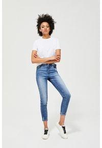 MOODO - Jeansy medium waist z przetarciami. Długość: długie. Wzór: gładki