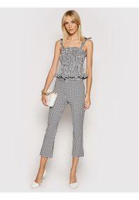 Guess Spodnie materiałowe W1GB36 WDV70 Czarny Regular Fit. Kolor: czarny. Materiał: materiał
