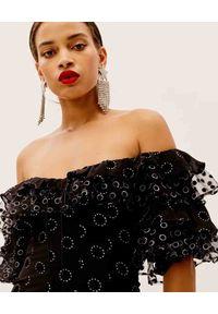 For Love & Lemons - FOR LOVE & LEMONS - Aksamitna sukienka z odkrytymi ramionami Adella. Okazja: na imprezę. Typ kołnierza: kołnierz z falbankami. Kolor: czarny. Wzór: aplikacja. Typ sukienki: z odkrytymi ramionami. Długość: mini
