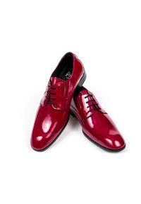 Modini - Bordowe/czerwone lakierki męskie T17. Kolor: czerwony. Materiał: skóra, lakier, syntetyk. Styl: wizytowy, klasyczny