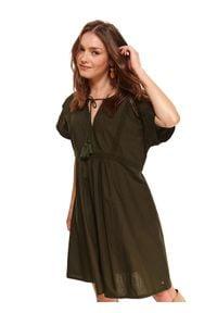 TOP SECRET - Sukienka z wiązaniem pod szyją. Kolor: zielony. Materiał: koronka. Długość rękawa: krótki rękaw. Wzór: koronka. Sezon: wiosna. Styl: wakacyjny