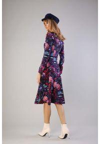 Sukienka Nommo w kwiaty, z dekoltem w serek