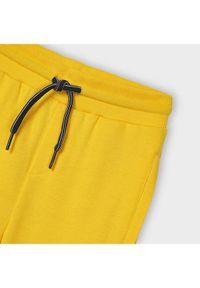 Mayoral Spodnie dresowe 742 Żółty Regular Fit. Kolor: żółty. Materiał: dresówka