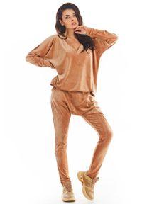 Beżowe spodnie dresowe Awama #1