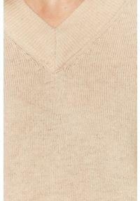 Samsoe & Samsoe - Samsoe Samsoe - Sweter wełniany Amarista. Kolor: beżowy. Materiał: wełna. Długość rękawa: długi rękaw. Długość: długie