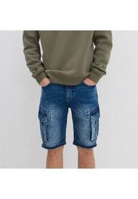 House - Jeansowe szorty z kieszeniami cargo - Niebieski. Kolor: niebieski. Materiał: jeans