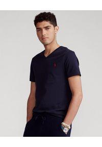 Ralph Lauren - RALPH LAUREN - Granatowa koszulka w serek Custom Fit. Okazja: na co dzień. Typ kołnierza: dekolt w serek. Kolor: niebieski. Materiał: bawełna. Wzór: haft. Styl: casual
