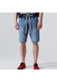 Cropp - Jeansowe szorty jogger - Niebieski. Kolor: niebieski. Materiał: jeans