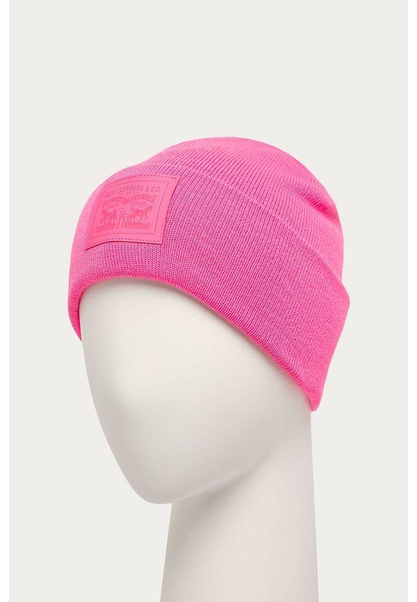 Różowa czapka Levi's® z aplikacjami