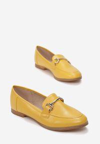Born2be - Żółte Mokasyny Cortez. Nosek buta: okrągły. Zapięcie: bez zapięcia. Kolor: żółty. Szerokość cholewki: normalna. Wzór: aplikacja. Wysokość cholewki: przed kostkę. Obcas: na obcasie. Styl: klasyczny, elegancki. Wysokość obcasa: niski