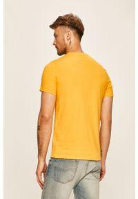 Żółty t-shirt Guess Jeans z okrągłym kołnierzem, z nadrukiem