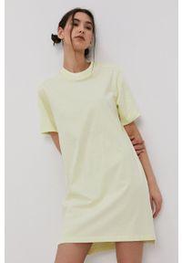 adidas Originals - Sukienka. Okazja: na co dzień. Kolor: żółty. Długość rękawa: krótki rękaw. Typ sukienki: proste. Styl: casual