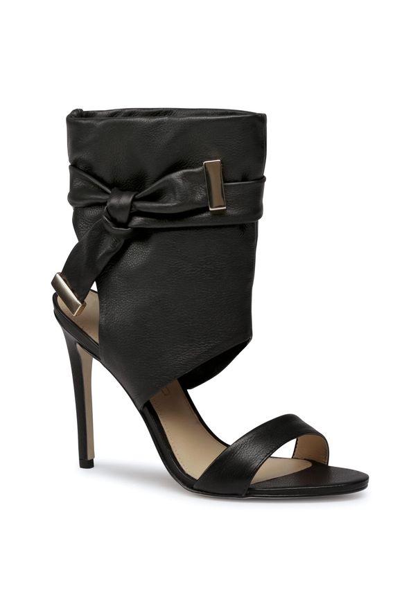 Czarne sandały Eva Longoria klasyczne, z aplikacjami
