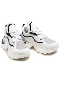Carinii - Sneakersy CARINII - B6219 187-000-000-000. Okazja: na co dzień. Kolor: biały. Materiał: skóra, zamsz. Sezon: lato. Styl: elegancki, sportowy, casual