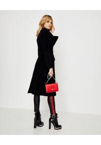 Alexander McQueen - ALEXANDER MCQUEEN - Czarny płaszcz z wełny. Kolor: czarny. Materiał: wełna. Sezon: zima