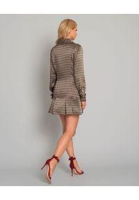 GIOVANNA NICOLAI - Jedwabna sukienka z falbaną. Okazja: do pracy. Kolor: brązowy. Materiał: jedwab. Długość rękawa: długi rękaw. Wzór: kolorowy. Typ sukienki: szmizjerki. Styl: klasyczny. Długość: mini