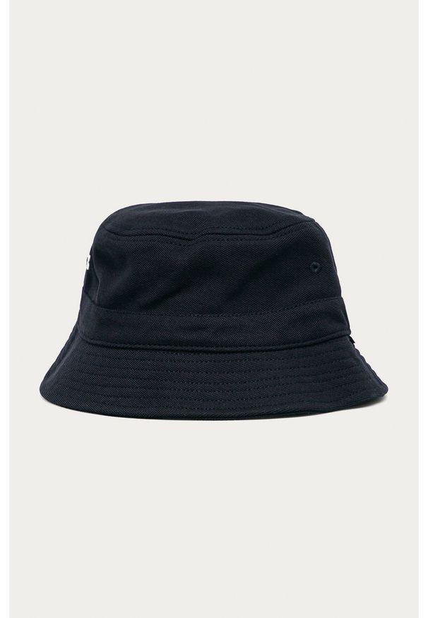 Niebieski kapelusz Lacoste gładki