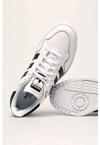 Białe buty sportowe adidas Originals na średnim obcasie, z cholewką, z okrągłym noskiem, na obcasie