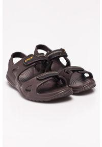 Brązowe sandały Crocs na rzepy