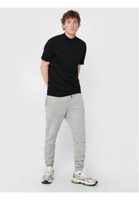 Only & Sons - ONLY & SONS Spodnie dresowe Ceres 22018686 Szary Regular Fit. Kolor: szary. Materiał: dresówka