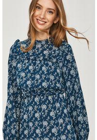 Niebieska sukienka Answear Lab na co dzień, ze stójką, w kwiaty