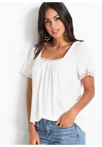 Biała bluzka bonprix na lato, w ażurowe wzory, z dekoltem karo