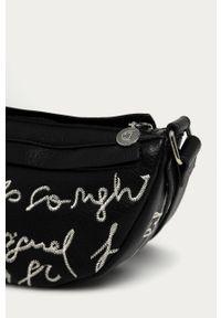 Czarna listonoszka Desigual z haftem, z haftami, skórzana