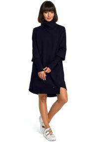 MOE - Granatowa Dresowa Asymetryczna Sukienka z Golfem. Typ kołnierza: golf. Kolor: niebieski. Materiał: dresówka. Typ sukienki: asymetryczne
