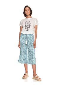 TOP SECRET - T-shirt damski z fakturą i nadrukiem. Kolor: biały. Materiał: dzianina. Długość rękawa: krótki rękaw. Długość: krótkie. Wzór: nadruk. Sezon: lato. Styl: wakacyjny