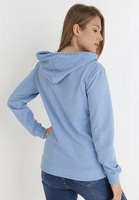 Born2be - Niebieska Bluza Thelyne. Typ kołnierza: kaptur. Kolor: niebieski. Materiał: dresówka. Wzór: nadruk. Styl: sportowy