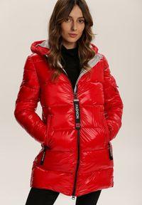 Renee - Czerwono-Biała Kurtka Fancywink. Okazja: na co dzień. Kolor: czerwony. Materiał: tkanina. Wzór: aplikacja. Styl: casual