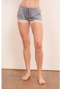 Etam - Szorty piżamowe Warm Day. Kolor: turkusowy. Materiał: dzianina, koronka