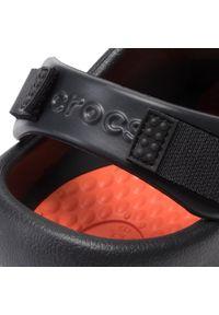 Czarne klapki Crocs