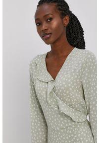 only - Only - Sukienka. Kolor: zielony. Materiał: tkanina. Długość rękawa: długi rękaw