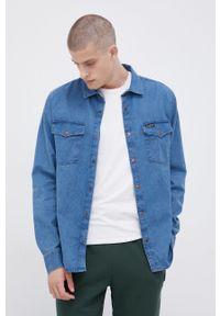 Billabong - Koszula jeansowa x Wrangler. Okazja: na co dzień. Typ kołnierza: kołnierzyk klasyczny. Kolor: niebieski. Materiał: jeans. Długość rękawa: długi rękaw. Długość: długie. Styl: klasyczny, casual