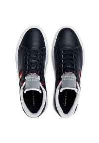 Sneakersy TOMMY HILFIGER - Essential Leather Cupsole FM0FM03424 Desert Sky DW5. Kolor: niebieski. Materiał: skóra. Szerokość cholewki: normalna. Styl: klasyczny