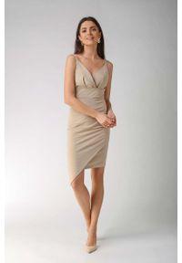 Nommo - Beżowa Asymetryczna Sukienka z Dekoltem V na Cienkich Ramiączkach. Kolor: beżowy. Materiał: bawełna, poliester. Długość rękawa: na ramiączkach. Typ sukienki: asymetryczne