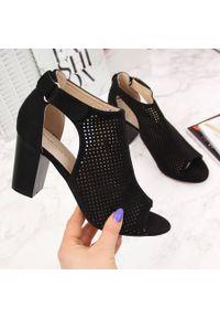 Czarne sandały Sabatina w ażurowe wzory