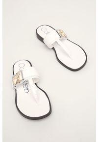 Białe klapki Calvin Klein